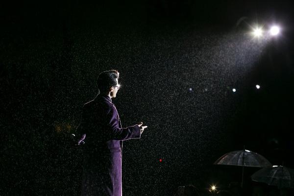 Hà Anh Tuấn khiến hàng ngàn khán giả đắm say trong đêm nhạc của mình 1