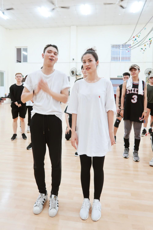 4 ngày trước liveshow khủng, Đông Nhi căng thẳng tập luyện cùng nhóm nhảy, hé lộ vũ đạo dễ thương thế này đây! - Ảnh 7.