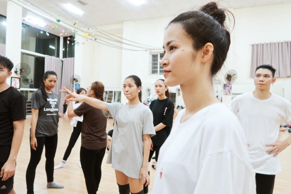 4 ngày trước liveshow khủng, Đông Nhi căng thẳng tập luyện cùng nhóm nhảy, hé lộ vũ đạo dễ thương thế này đây! - Ảnh 5.