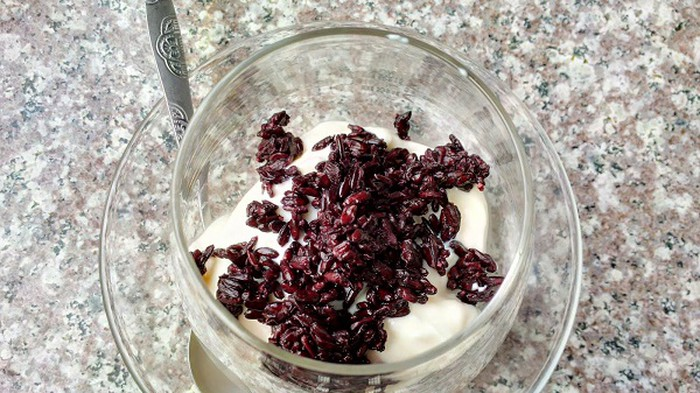 Hướng dẫn cách tự làm sữa chua nếp cẩm siêu ngon ngay tại nhà cho bạn gái khéo tay