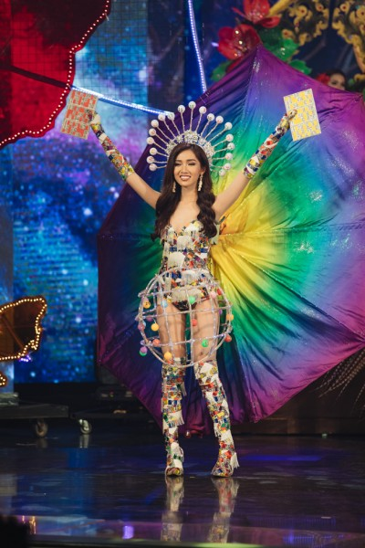 Nữ sinh Đại học Hoa Sen trượt Top 3 'Miss International