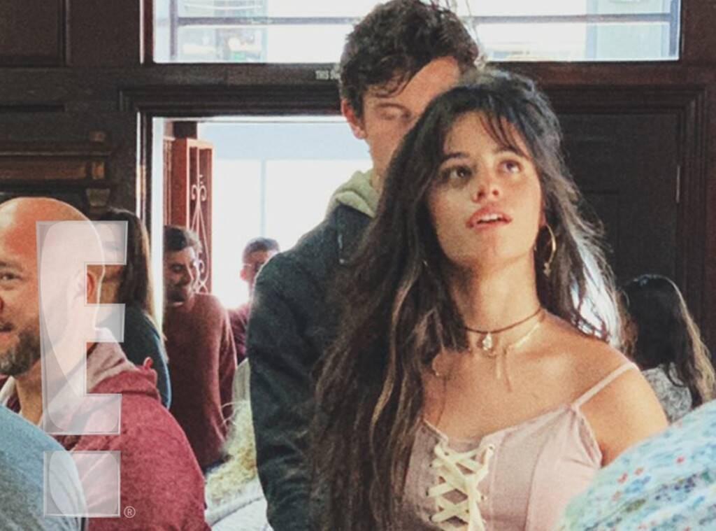 Cặp đôi chỉ là bạn Shawn Mendes và Camila lại khóa môi giữa thanh thiên bạch nhật, yêu hay không nói một lời thôi? - Ảnh 4.