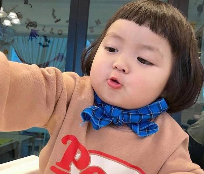 Hot kid Han Quoc duoc goi la thanh meme vi guong mat bieu cam hinh anh 6