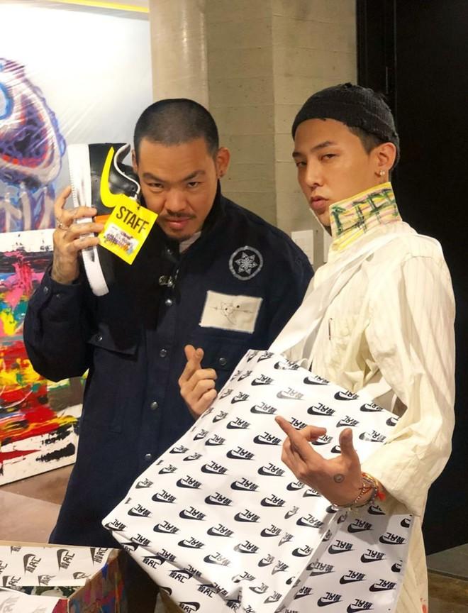 Bi mat dang sau doi giay chay hang sau 10 giay cua G-Dragon hinh anh 4