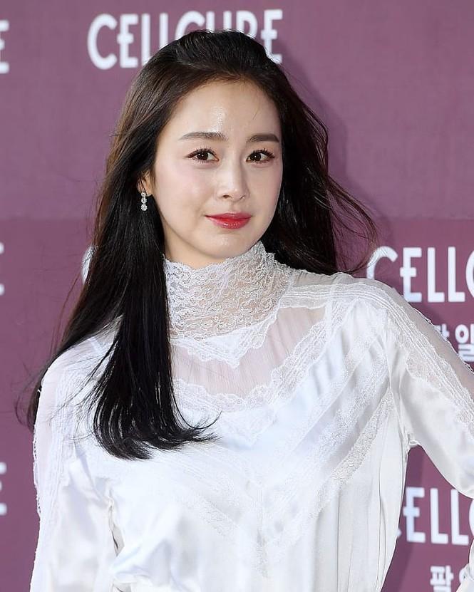 Kim Tae Hee nhan sắc và thần thái rạng ngời sau sinh con thứ 2 - ảnh 9
