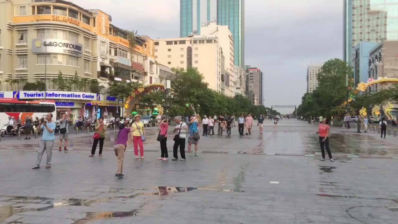 Ảnh đẹp phố Nguyễn Huệ ban ngày