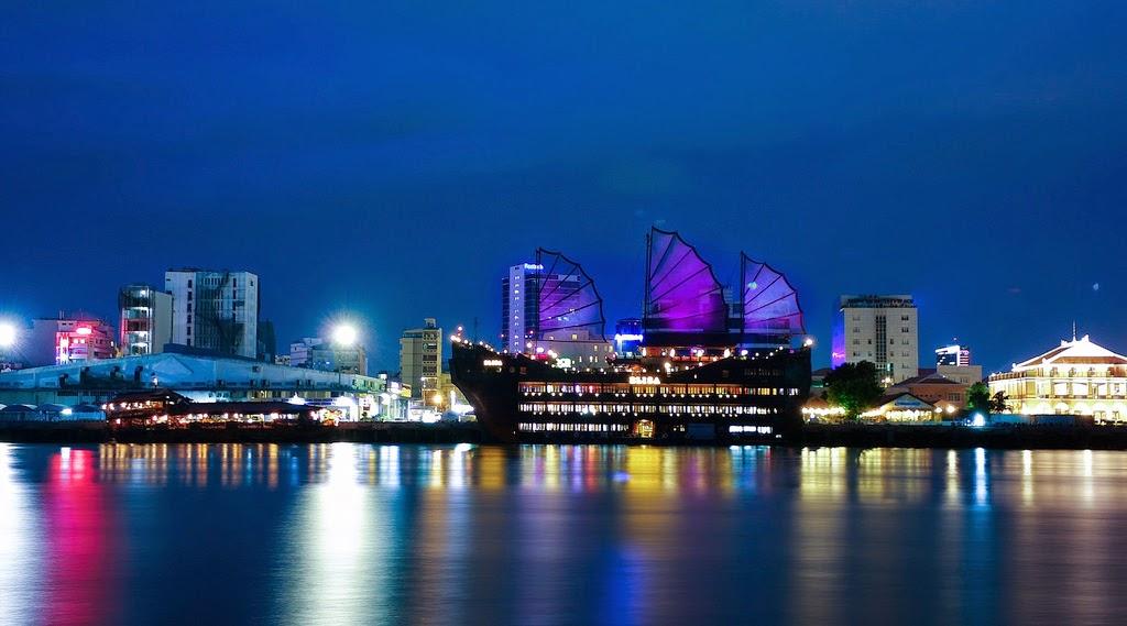 Hình ảnh du thuyền trên sông Sài Gòn về đêm