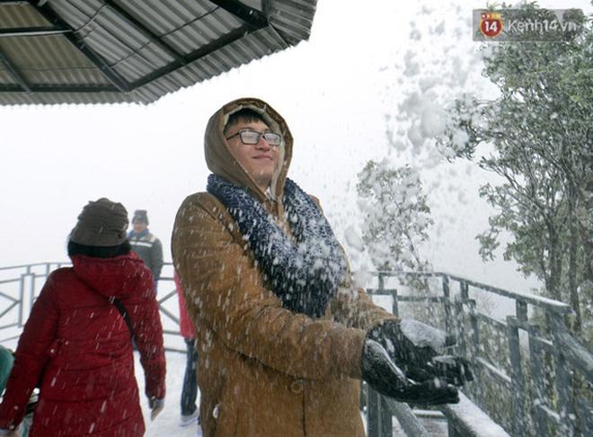 """HOT: Xuất hiện băng giá phủ trắng đỉnh Fansipan, dân tình rục rịch rủ nhau cuối năm lên Sa Pa """"săn"""" tuyết rơi - Ảnh 6."""