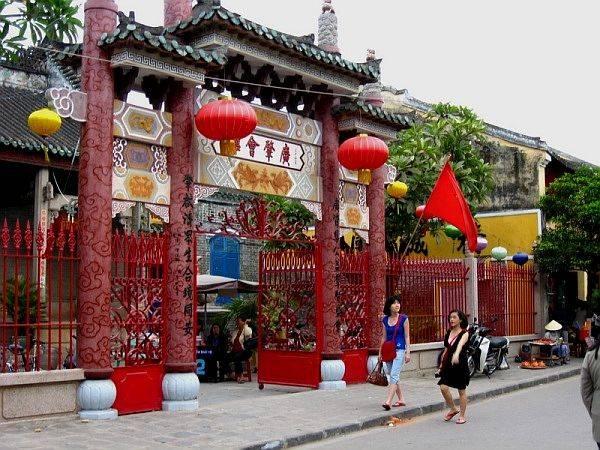 Hội quán Quảng Đông nhìn từ bên ngoài.
