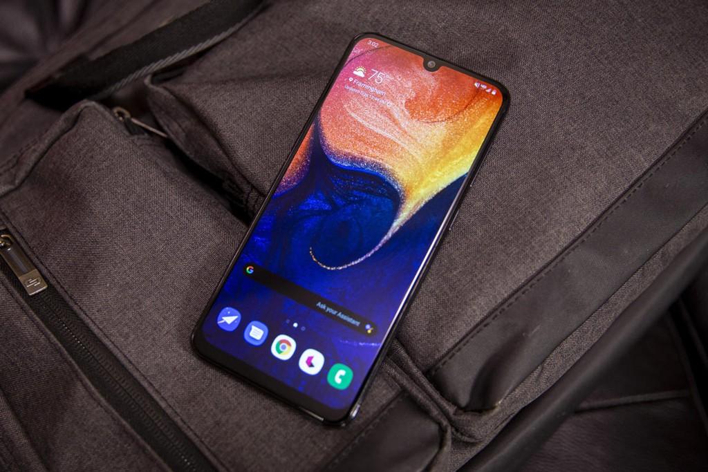 Top 10 chiếc điện thoại xu hướng đầu năm 2020 ảnh 9