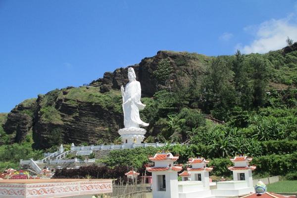 Di tích lịch sử chùa Đục trên đảo Lý Sơn