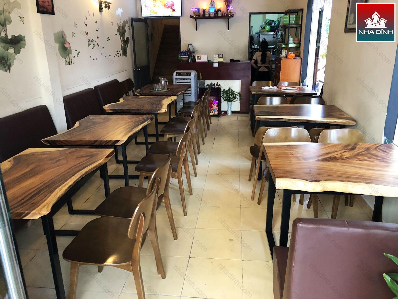 Bàn giao gỗ gia công cho quán ăn
