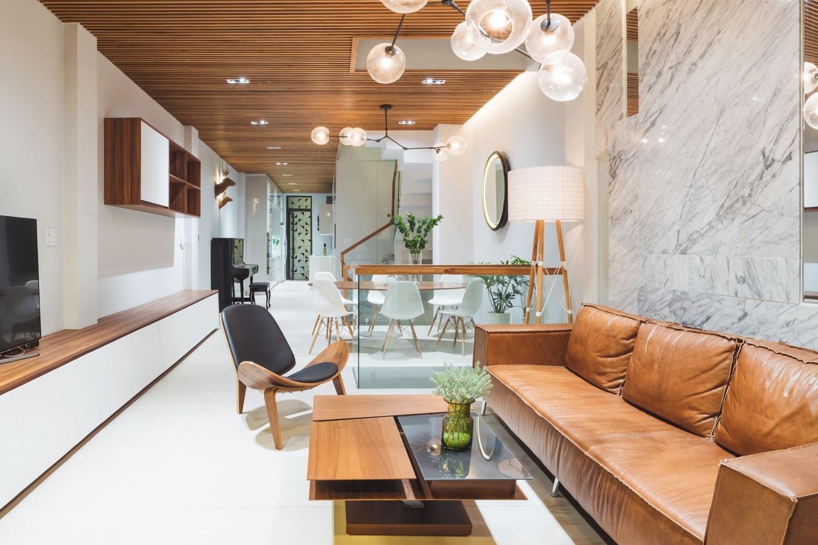 Phòng khách nhà ống sử dụng gỗ công nghiệp làm nội thất chính